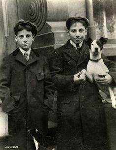 Groucho and Harpo #SlapstickFall #ANightAtTheOpera #tcmparty https://t.co/DkZacPhNBt