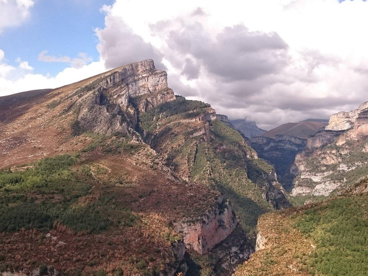 ¿Yosemite?... Son los #Pirineos en Huesca. Magníficos el valle de Vió y el cañón Añisclo, @Huesca_LaMagia https://t.co/zOntv0470v