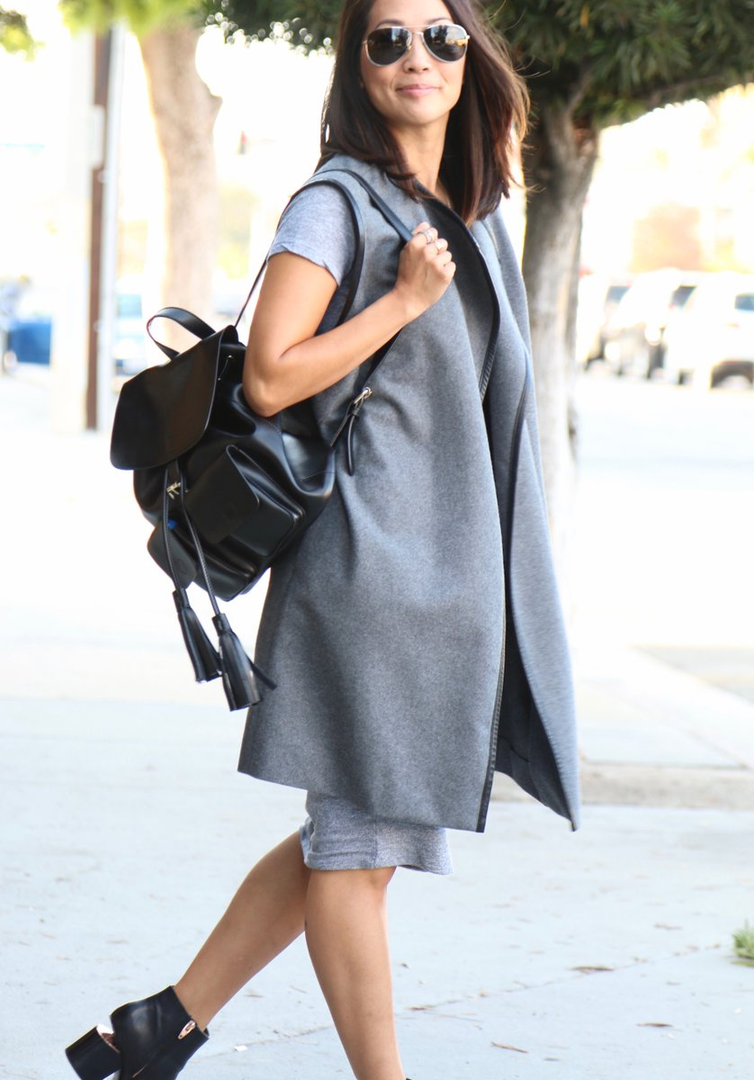 I'm hosting @accesshollywood #AllAccessStyle 2night- with chic finds like this backpack! https://t.co/x9pJsJMnyj https://t.co/JPVB4WQm9j