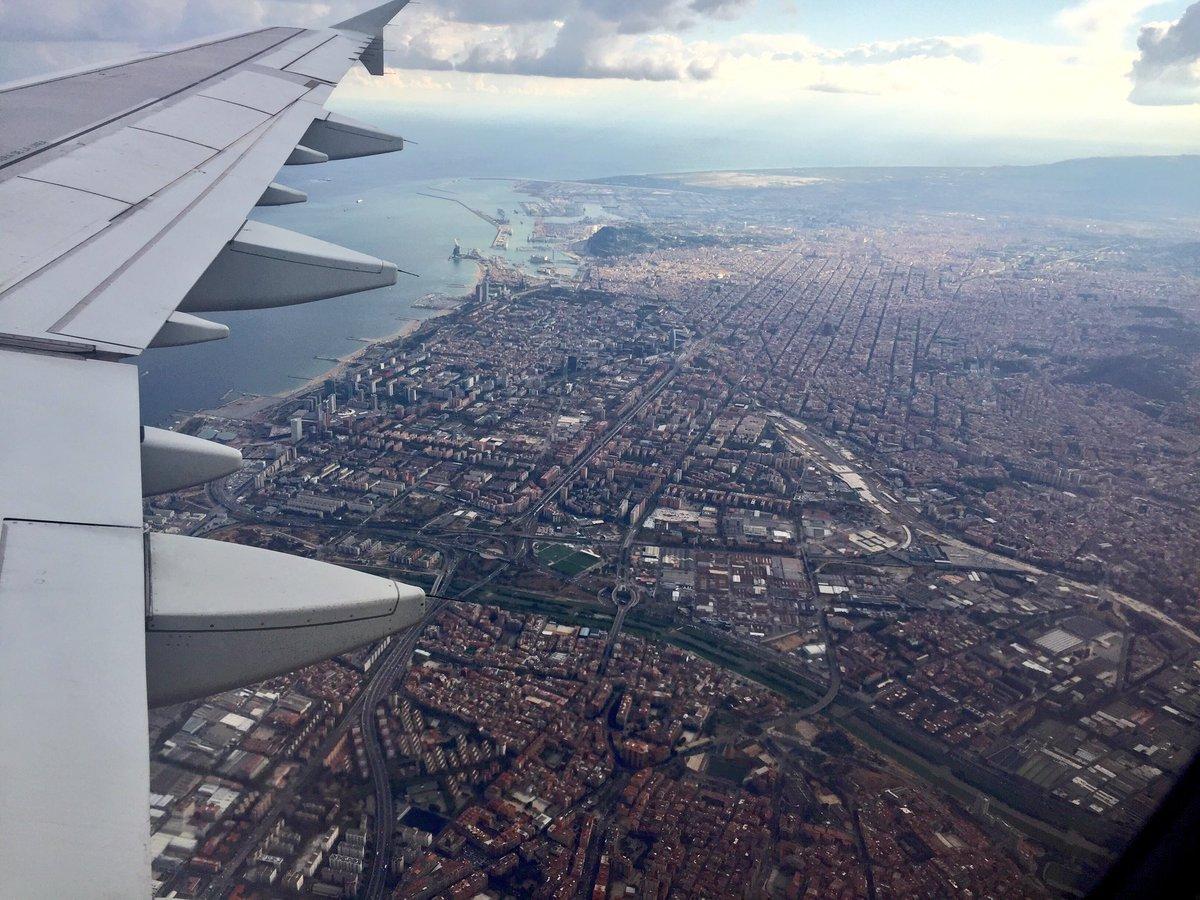 Hoy pongo Barcelona a sus pies en una bella maniobra de aproximación. No se me quejarán... @Iberia @controladores ✈️ https://t.co/5GqGcDkRzj