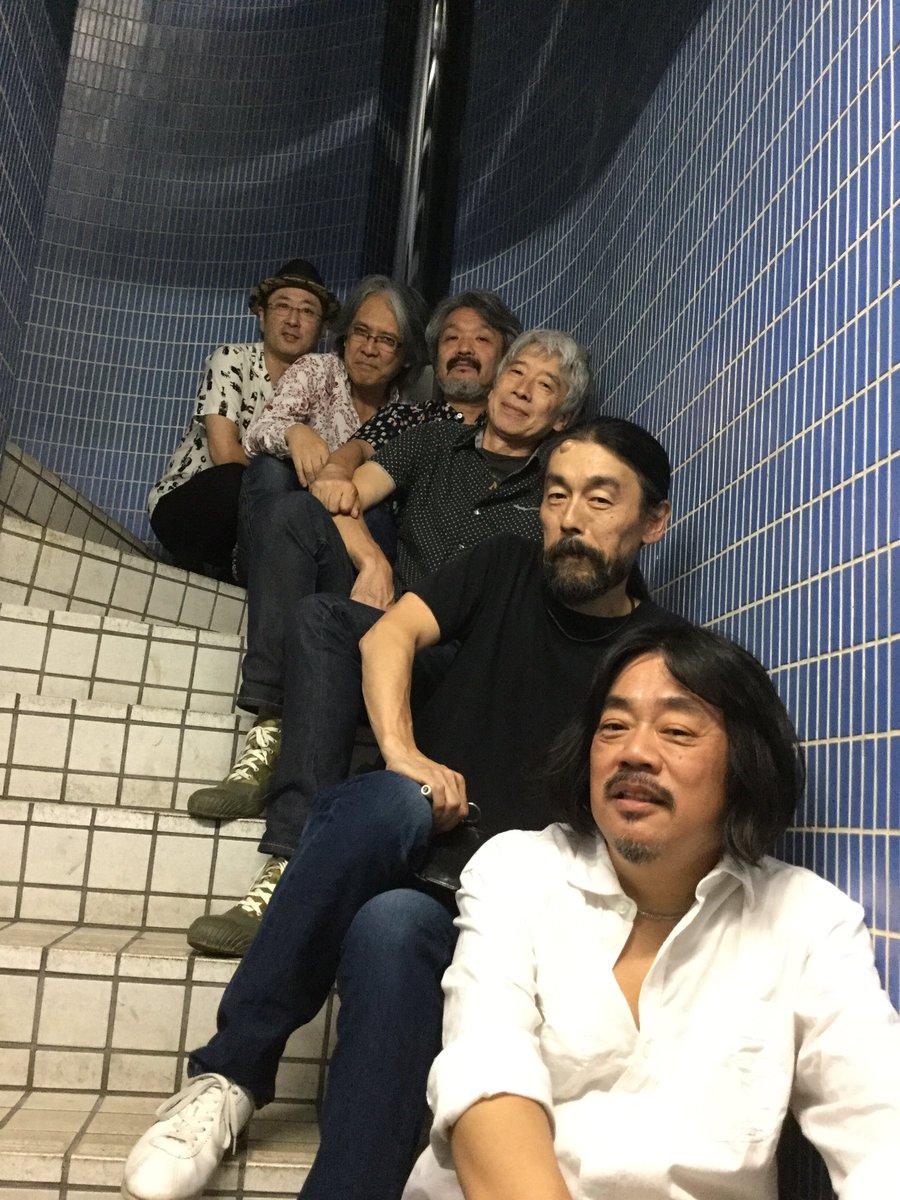 本番前のショット。バンドの半分ですが昭和感が半端ないです。 https://t.co/rpL84buA1w