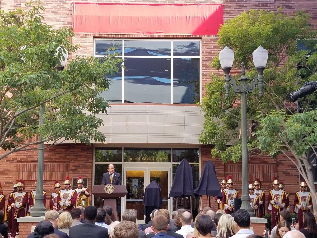 USC President C. L. Max Nikias announces historic gift to our school - $60 million from alumna Suzanne Dworak-Peck! https://t.co/gJNRiTSdNR