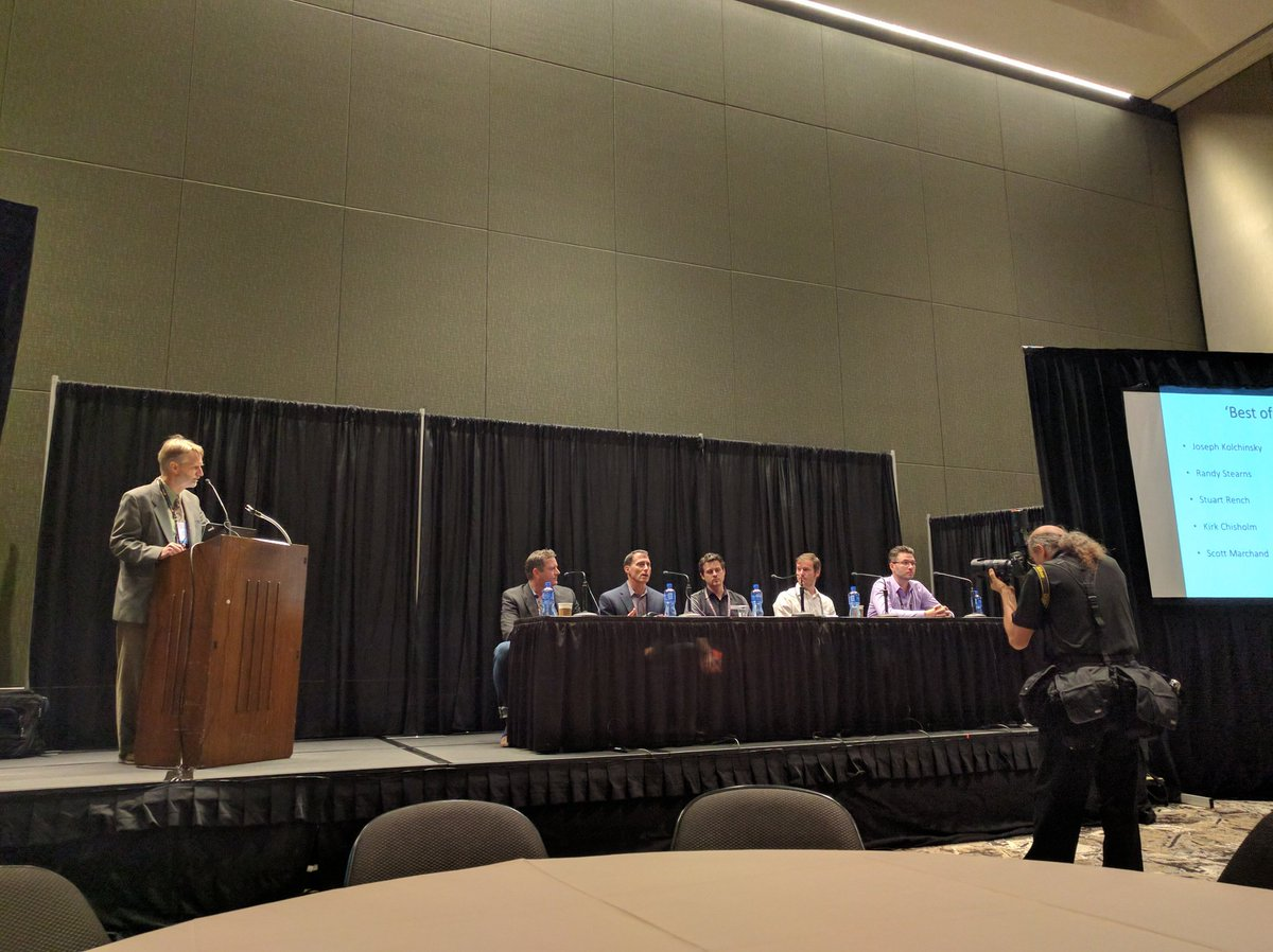 """""""Best of Breed"""" panel at @CEDIA. #CEDIA16 @DTools @ihiji #AvTweeps https://t.co/PLTohJ3G5w"""