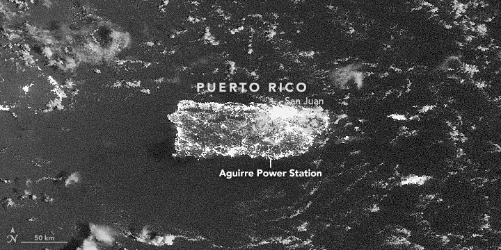 Before and after the #blackout in #PuertoRico. https://t.co/hKihfQAMv6 #NASA https://t.co/U53z4wwAkw