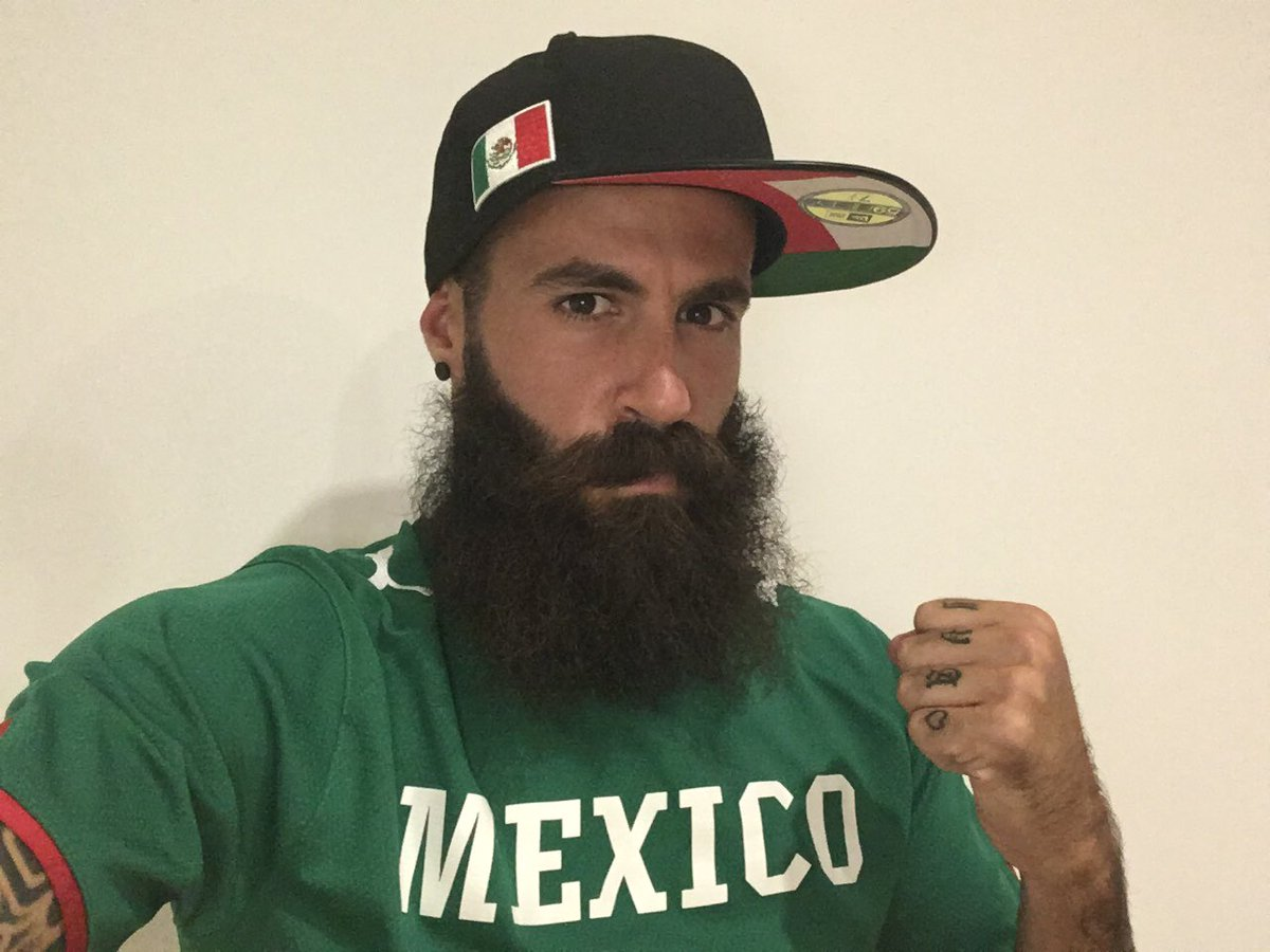 """""""Los Mexicanos nacemos donde se nos da la chingada gana"""" Listo pa el grito #INDEPENDENCIA #VivaMexico #SomosBarbaros https://t.co/zkms3F3mHD"""