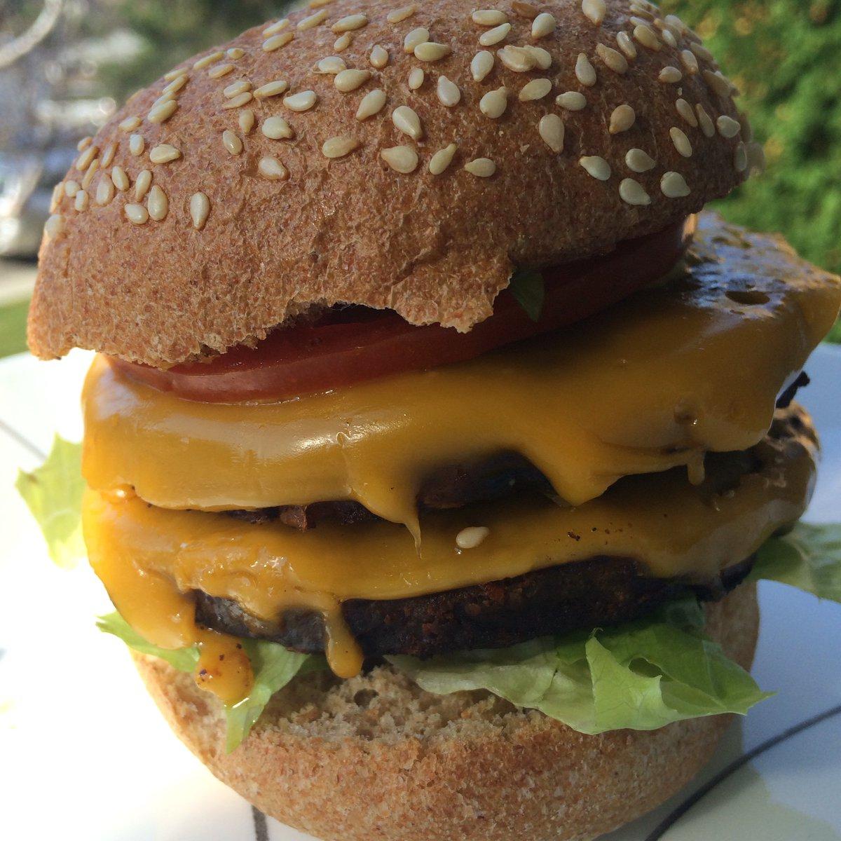 It's national double cheeseburger day @gardein @FollowYourHeart @Silver_Hills #vegan #vegansnackdown #saladnotsalad https://t.co/bCCJpbLyRk