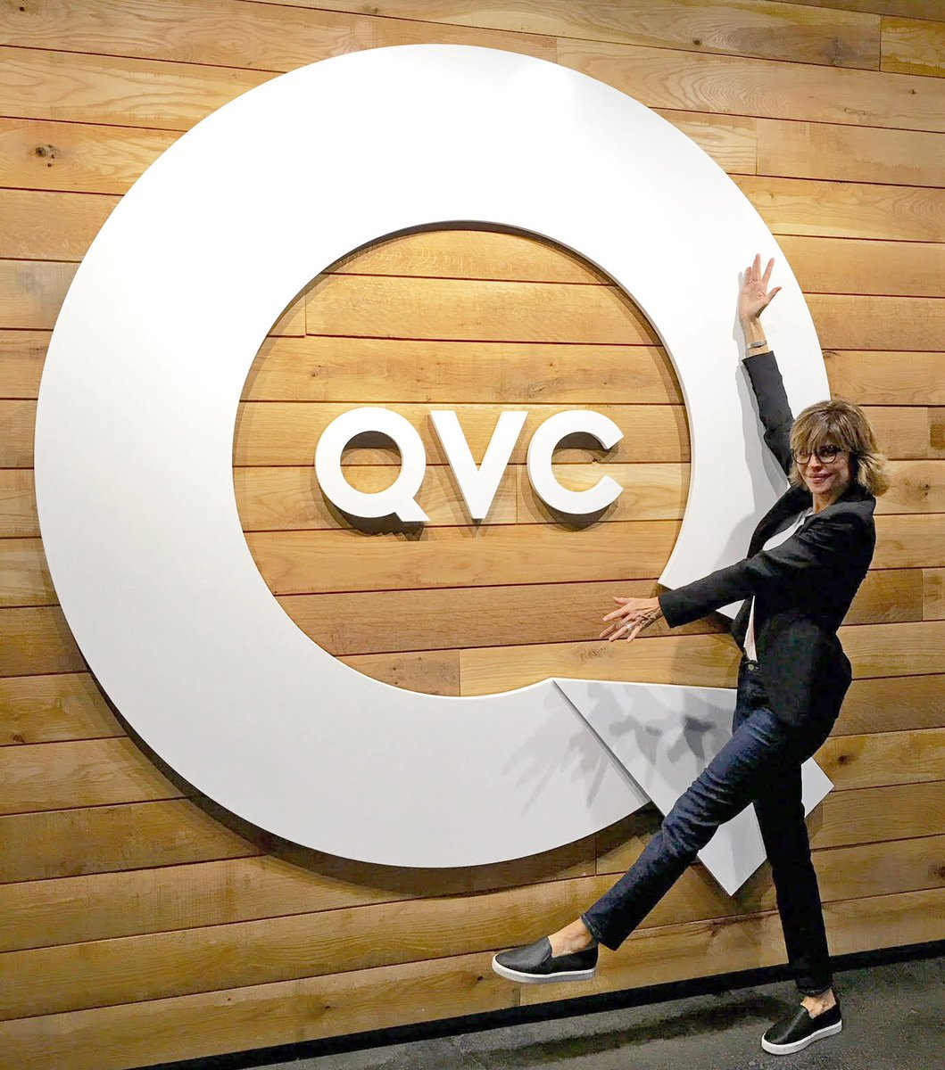In one week, on September 23rd, I'm back at @QVC with my #LisaRinnaCollection! Shows at 9am & 7pm ET! ???????? https://t.co/F4wuPCF1I8