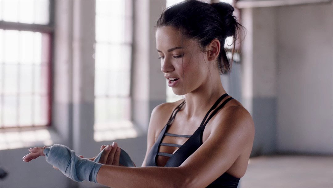See how Adriana gets in the zone, via @VictoriaSport. https://t.co/bnOmK5O68J https://t.co/dXSK1bpM2U