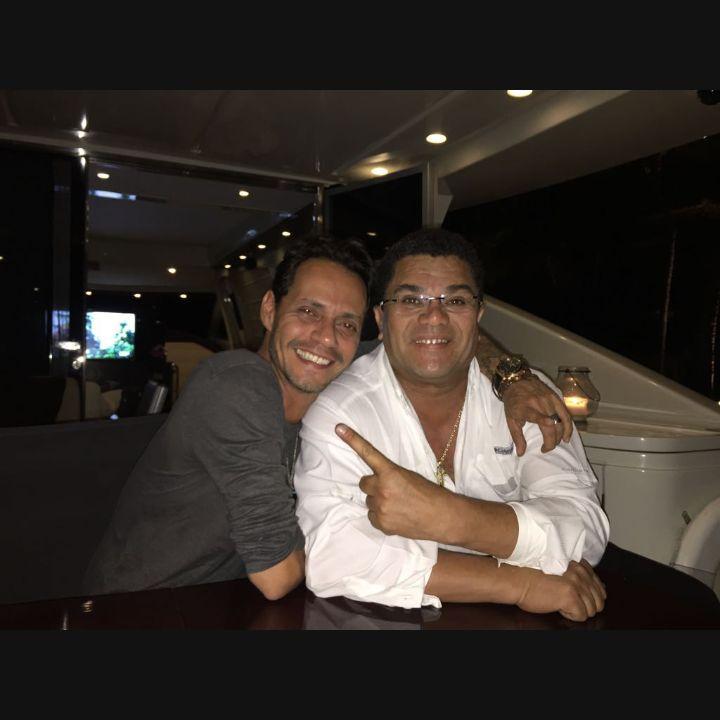 Jodedores! El mayor vendedor de discos de salsa de toda la historia @MarcAnthony está de cumple! felicidades hermano https://t.co/pBUyTalcQP