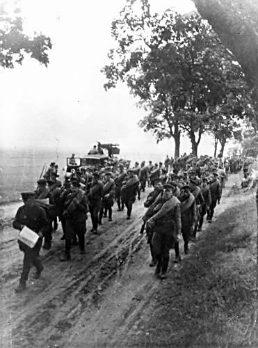 #OTD 1939 the Soviet Union invades Poland without declaring war, having made a secret pact with Nazi Germany #WW2 https://t.co/JOyskfRSGM