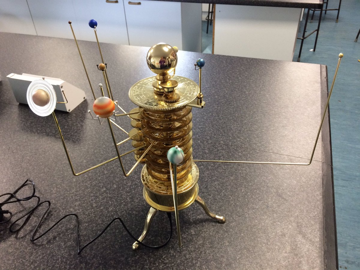 Finished building my brass mechanical orrery. The students love it. https://t.co/MrbUtxBXSk