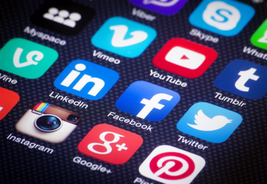 Why you should be using #socialmedia #marketing via @WeAreArticulate https://t.co/wZhW4gsTt1 #smm https://t.co/ihkh8KiSXw