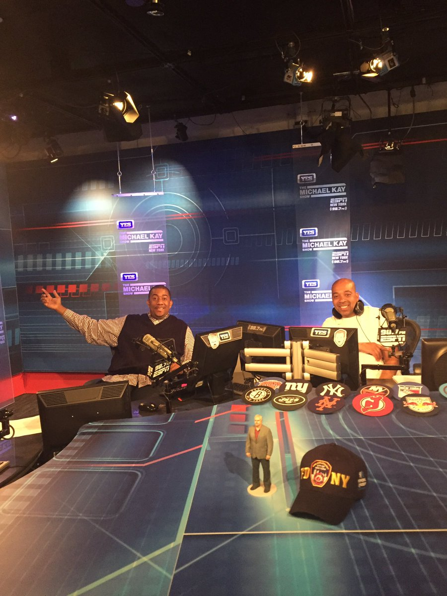 Doing the show in the great @RealMichaelKay studio 7-10pm @ESPNNY98_7FM @GeraldBLSS @HowieCee1 800 919-3776 #Jets https://t.co/7HiygaiMxv