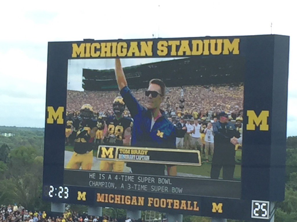 """#Michigan fans roared for Tom Brady who patted Jake Butt on helmet and yelled, """"Let's Go!"""" @AP_Top25 https://t.co/4XGn27ilAI"""