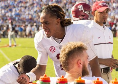 """#Bama trailed 24-17 at halftime. Shaun Dion Hamilton said Jalen Hurts was vocal in locker room """"We're still in it"""" https://t.co/fVKpeJnaFA"""