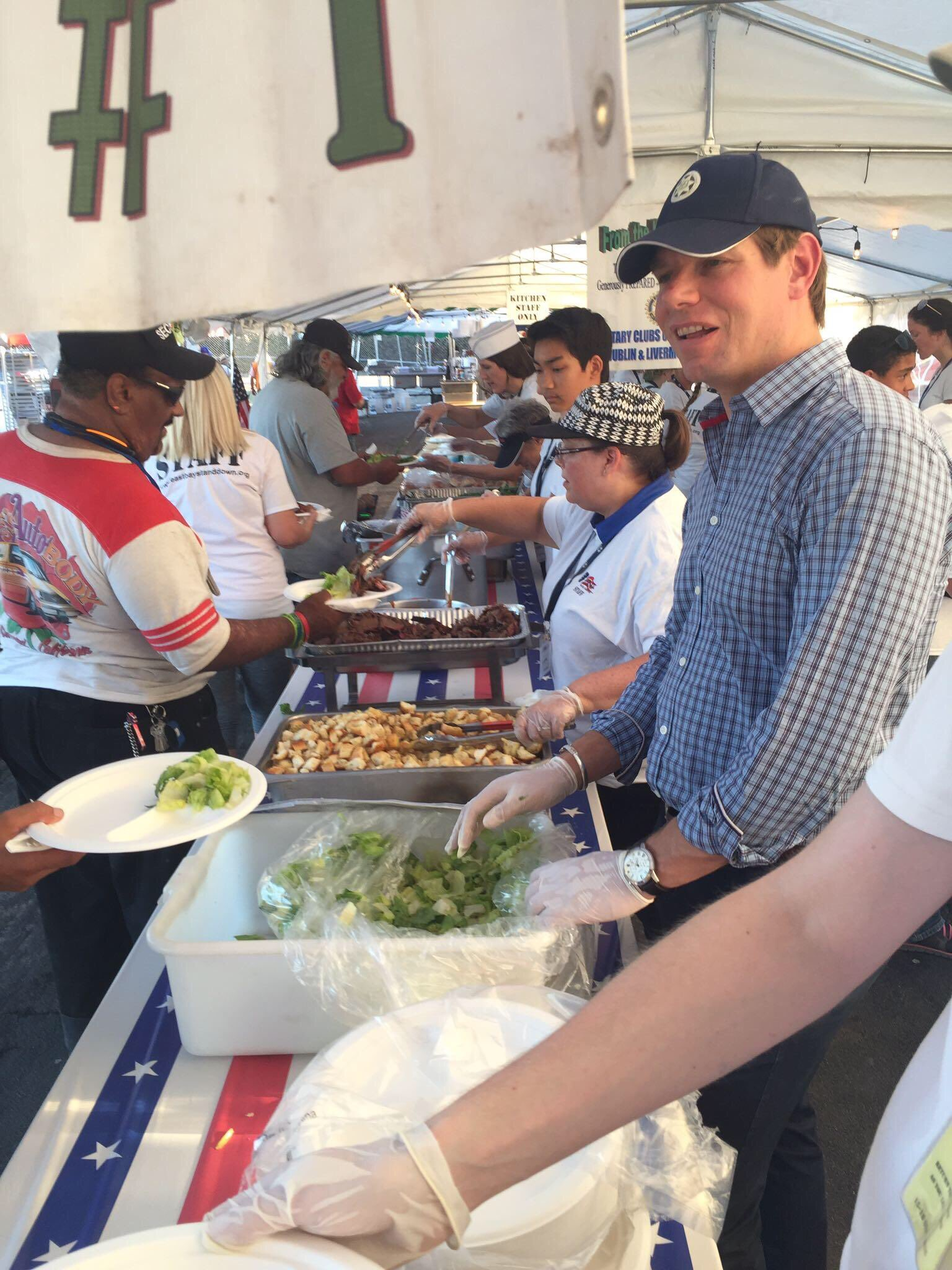 At East Bay Stand Down @EBSD, helping serve dinner to those who served our nation. https://t.co/utQ6Ei7X3D