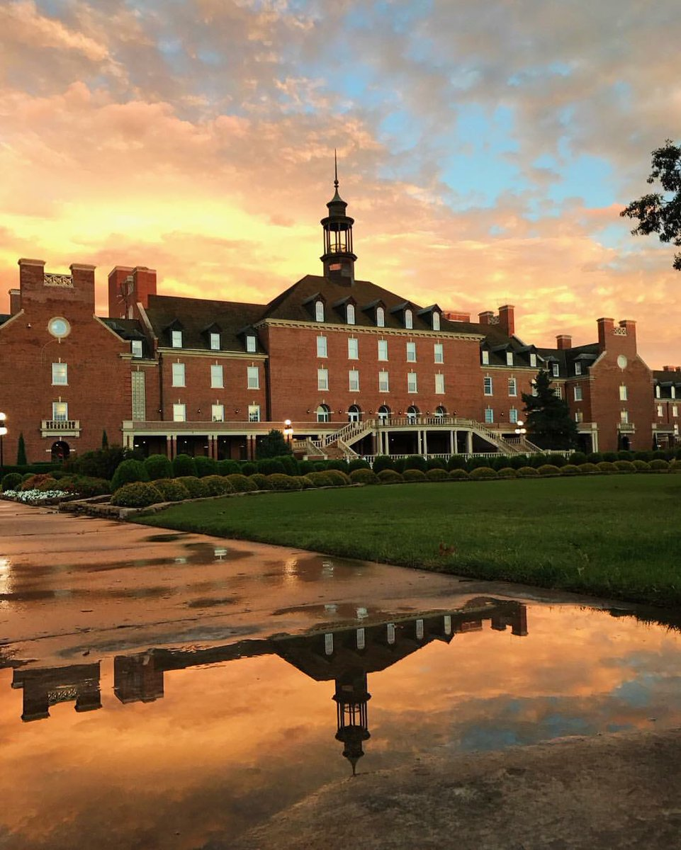 We've seen so many beautiful pictures of campus after the rain, but this one happens to be our favorite! ❤️ https://t.co/nhxUh8n4ym