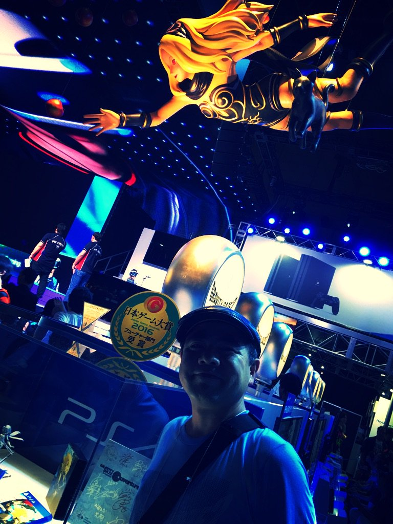 GRAVITY DAZE 2日本ゲーム大賞フューチャー賞いただきました!投票して下さった皆様ありがとうございました!外山ディレクターはじめチーム一同大喜びです! #TGS2016 #GRAVITYDAZE2 #グラビティデイズ https://t.co/JSb4nD7sX8