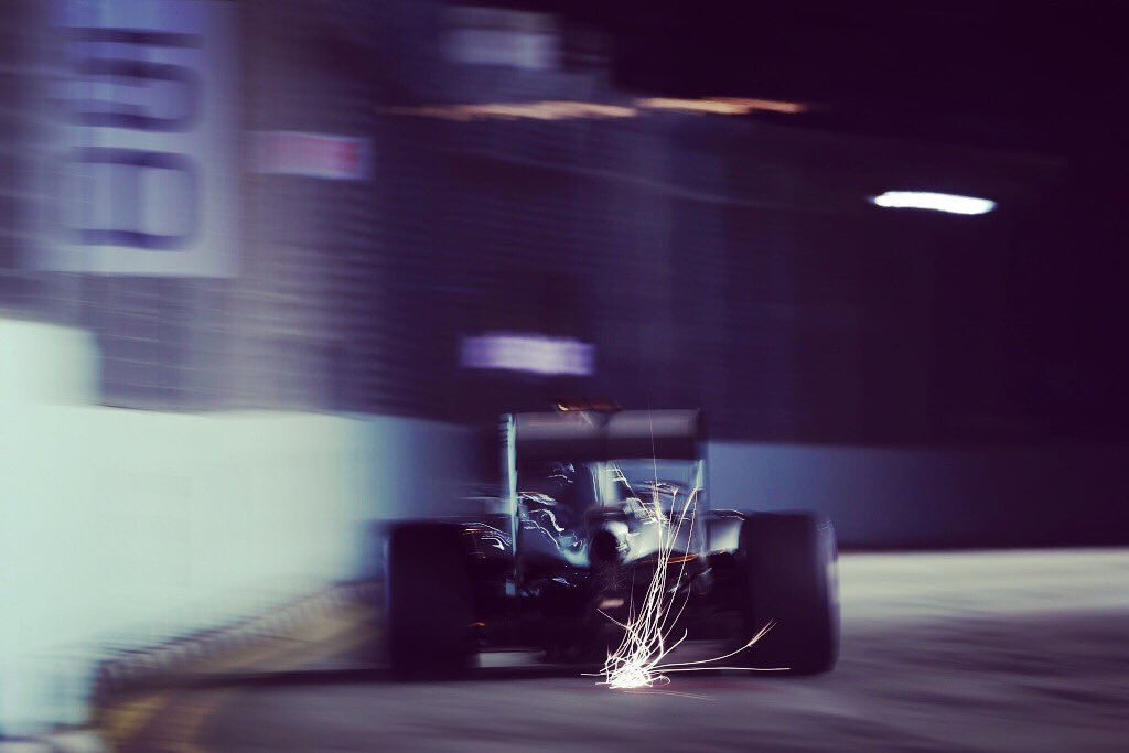 IT'S RACE DAY! 🏁👊 #F1 #SingaporeGP #F1NightRace https://t.co/zKuzy7Jp7O
