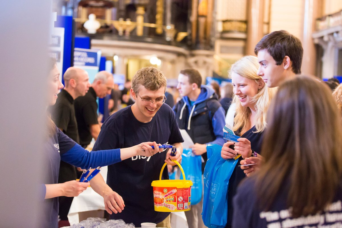 Hello to our new students - excited to meet you at Welcome events! Share your first week at uni photos with #in2LJMU https://t.co/MwSfsoAIWE