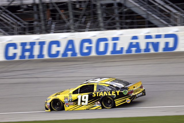 Race day at Chicago! Carl Edwards and the @StanleyRacing team is starting p5. #TheChase https://t.co/VZAWR8J1UD