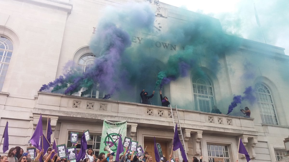 .@SistersUncut call the shots - #Hackney town hall balcony occupied https://t.co/ePz0QMtBdA
