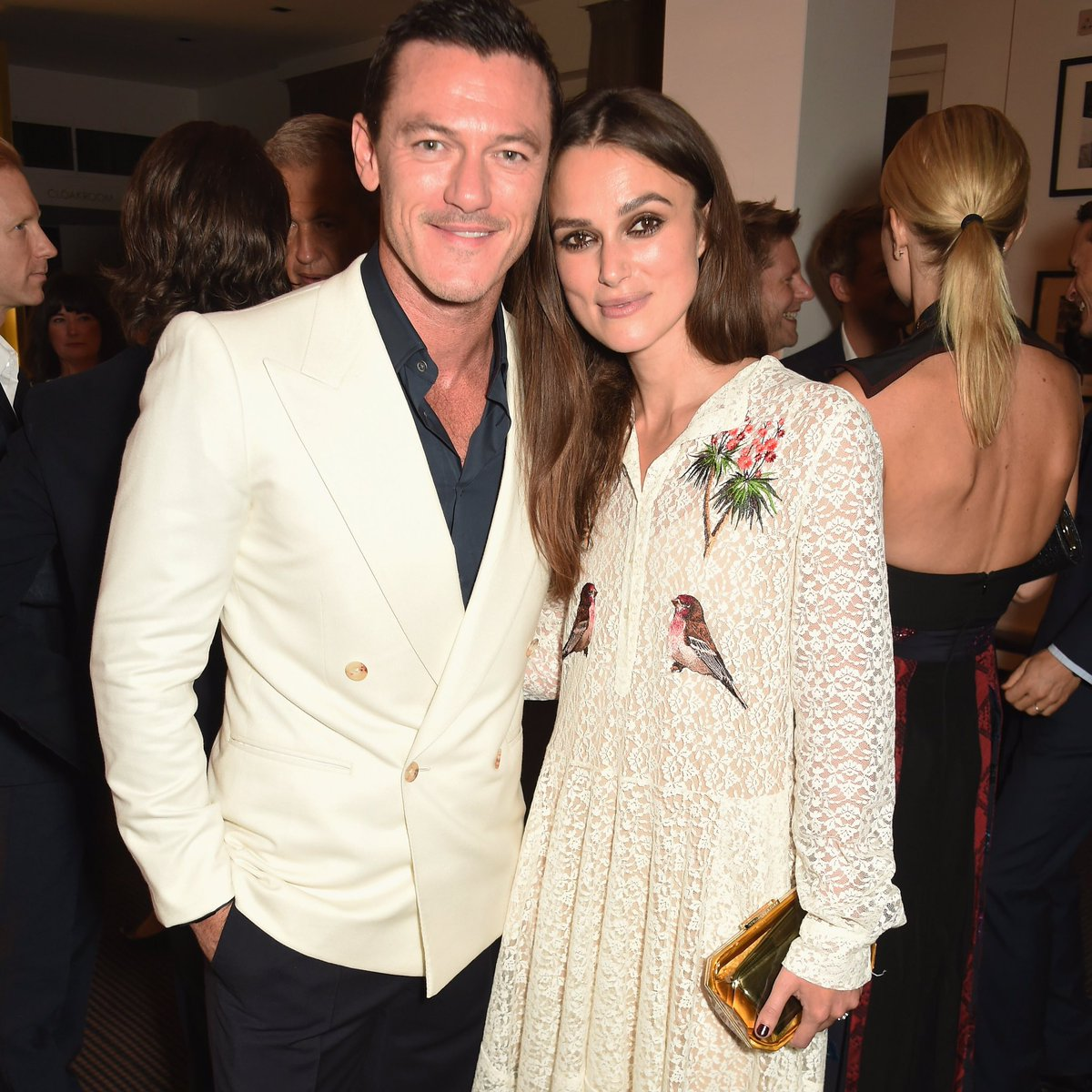 Thank you #LukeEvans for stopping by to #GreenCarpetChallenge2016 #KeiraKnightley @BonaveriItaly @BAFTA https://t.co/mWDjRAolQu