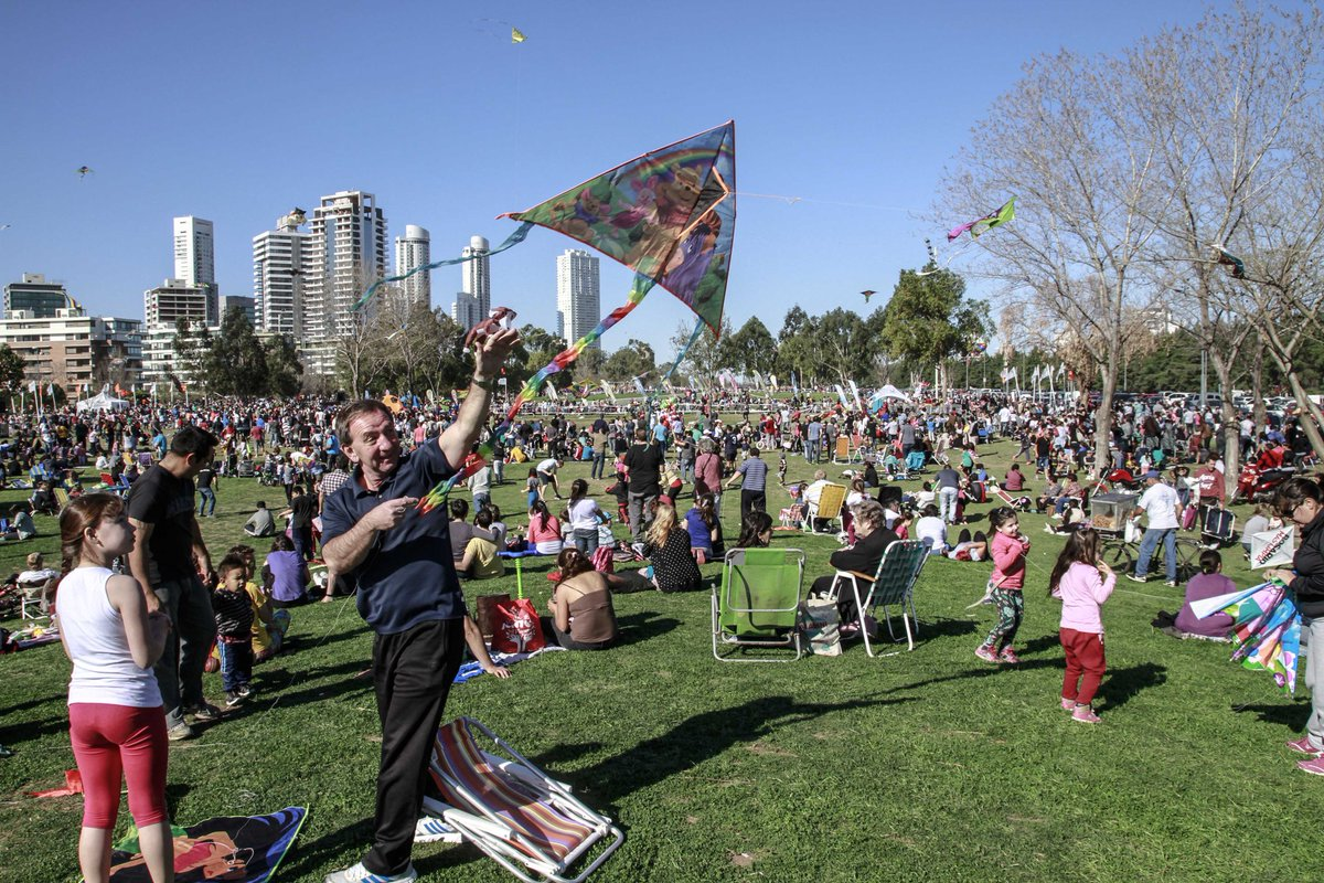 40.000 personas disfrutaron de las dos jornadas de Pintemos el cielo de #Rosario https://t.co/J9CqV3SOpX