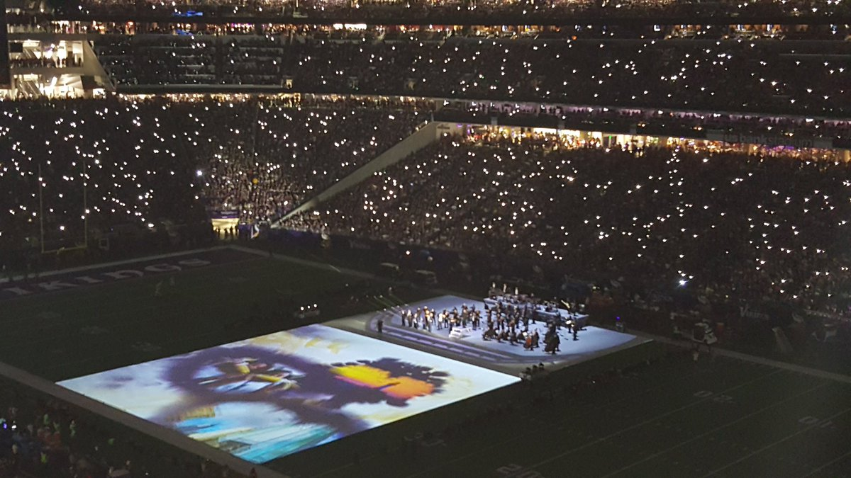 Great tribute to Prince with Purple Rain and the Minnesota Orchestra. #Vikings https://t.co/s7legzMOnl