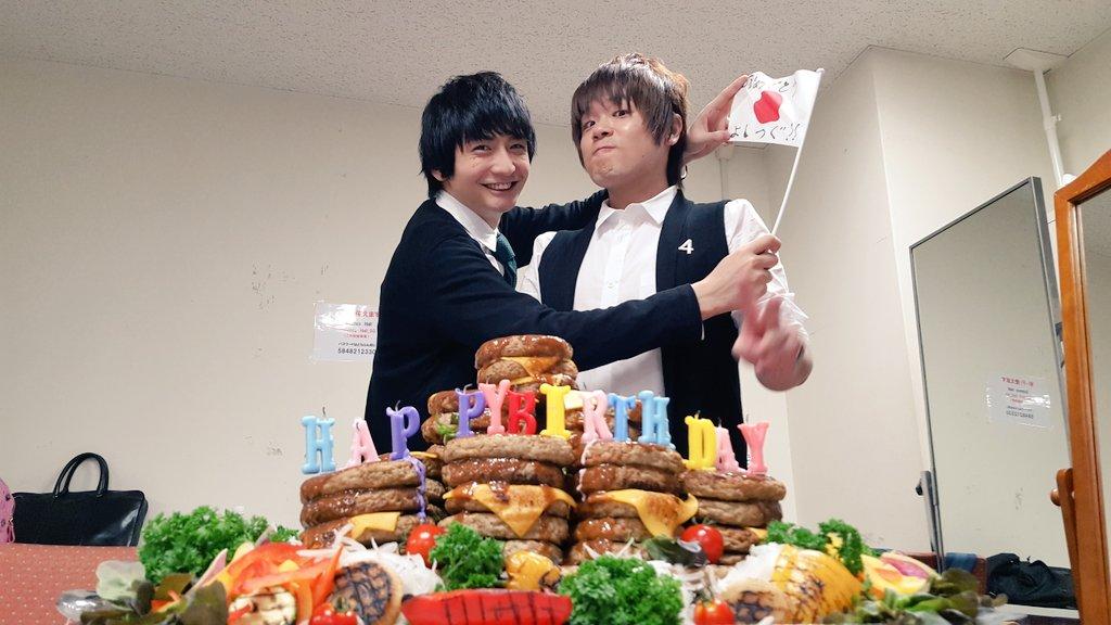 そして誕生日おめでとう禎丞!まさかのハンバーグケーキ?でお祝い…!私モテスタッフも粋なことをする…!🍴 #私モテ