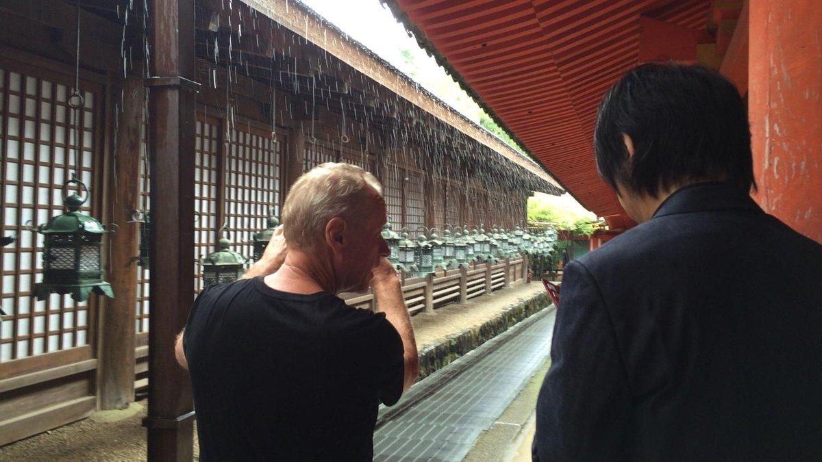 今日は、Will Ackermanさんと押尾コータローさんの対談司会のため、奈良へ。 対談はアコースティックギターブック次号(来年発売)に掲載予定です。 (写真は、移動途中で写真を撮るWillさんと押尾さん) https://t.co/ZQGENKxF6P