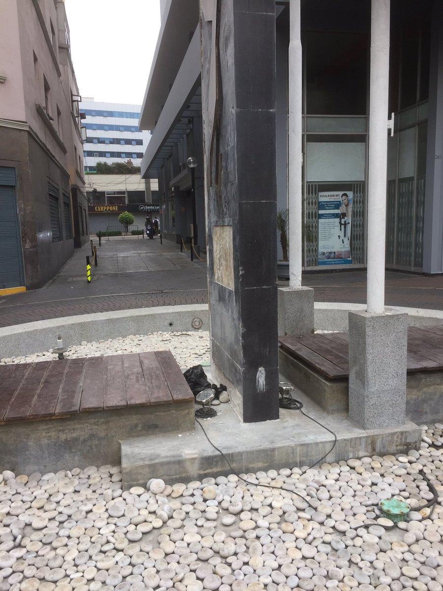 Estimados @MuniMiraflores, el monumento del Paseo de la Solidaridad en Tarata luce bien descuidado