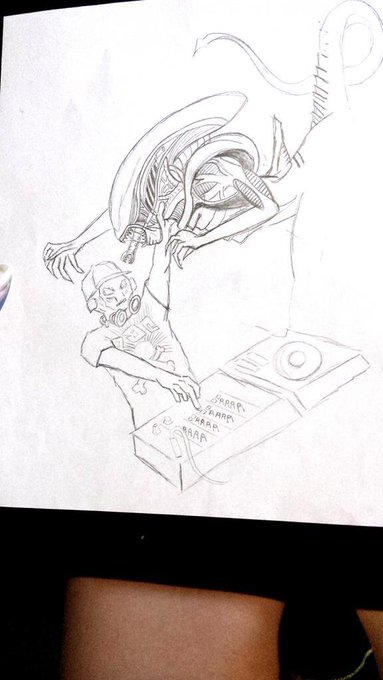 Can't sleep got dabs & doodles on the brain... never refined this rough #Alien fighting @FuntCaseUK sketch
