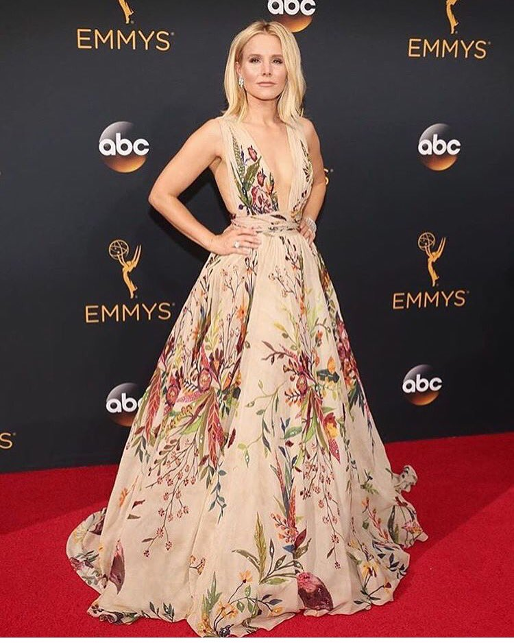 How GORG did Kristen Bell look last night at #TheEmmys ?!! #Stunning