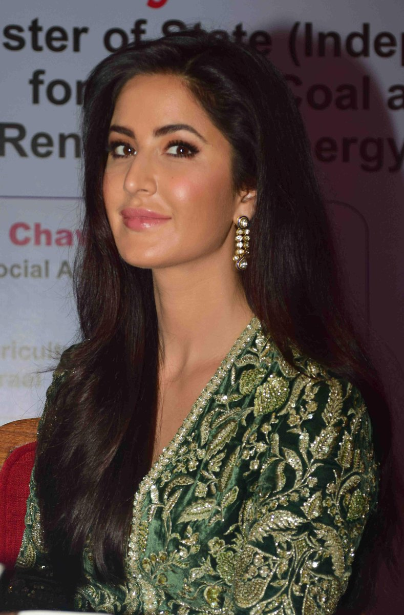 Katrina Kaif at the Priyadarshini Academy Awards [2]   #KatrinaKaif https://t.co/AsWNMKczVM
