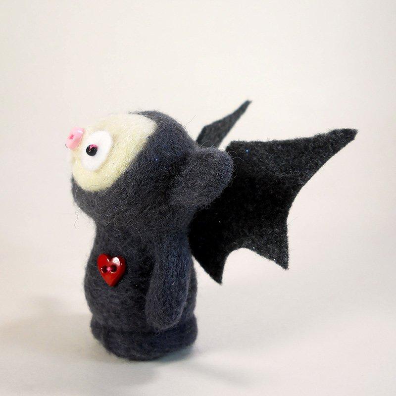 Look eento the heart of darkness!! The dreaded eebil Batbob! https://t.co/KZRu3gd5h4