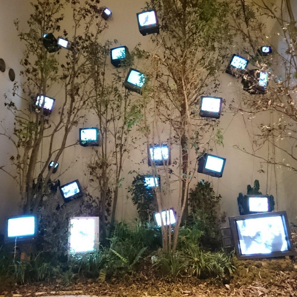 「ナムジュン・パイク展」、『グローバル・グルーヴ』を観れたのがとても良かったです。なるほど「こういう映像」の元祖はこれなのですね/ワタリウム美術館にて2017年1月29日まで。 https://t.co/t2fGlB6sEc