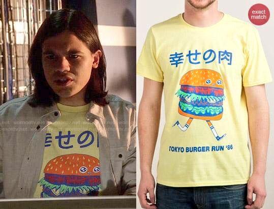 ここで海外ドラマ「THE FLASH/フラッシュ」のレギュラーキャラ「シスコ・ラモン(Cisco Ramon)」が毎回着てる変なTシャツの中でも私が特にお気入りの4枚をご覧ください