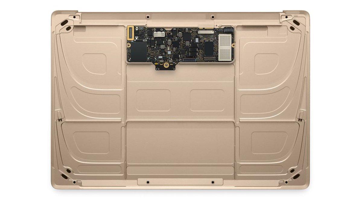 しかしMacBookの基板の小ささとか見てるともはやノートパソコンとスマホの差なんてヒューマンインターフェースでしか無いな、というのは思う。 https://t.co/cITA89sFNH