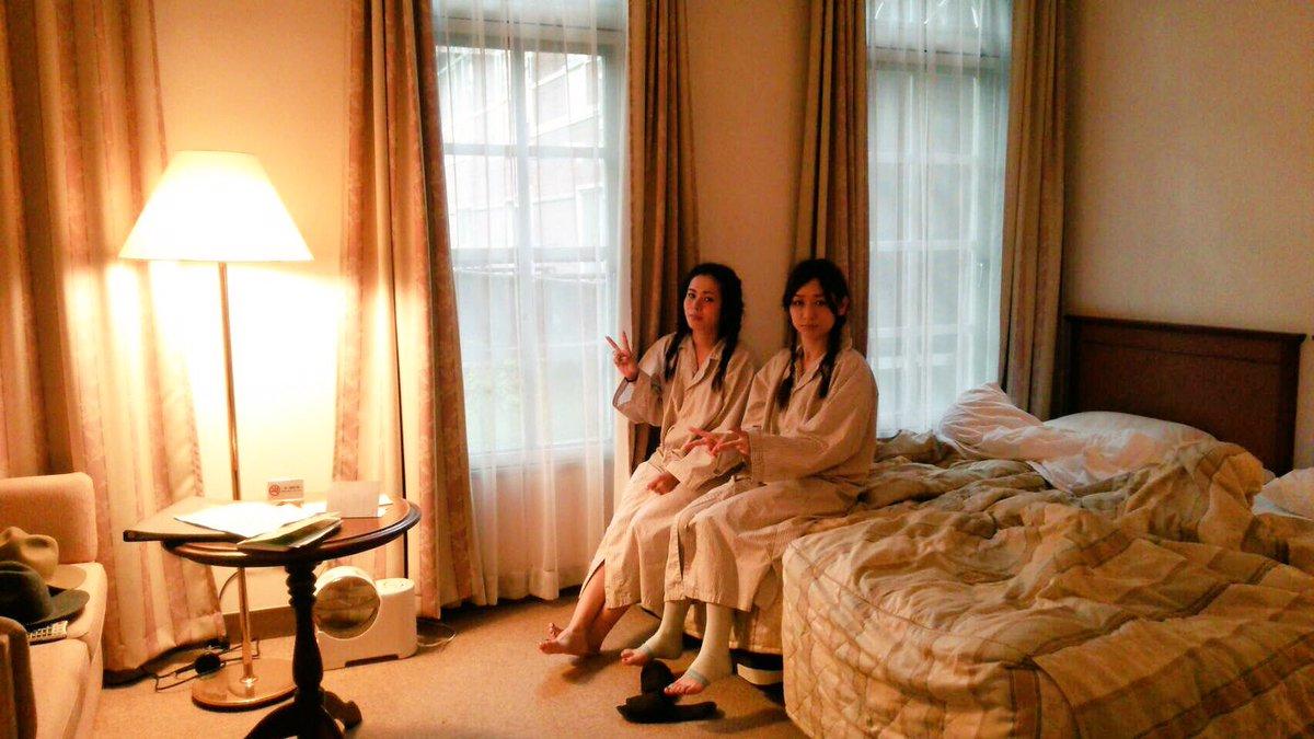 寝起きの時(笑)双子写メ(笑)#お姉ちゃん#貧乏パーマ#パジャマ