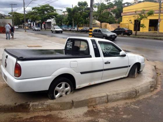 Construction workers in Brazil cemented a car on a pavement after its driver refused to move it. https://t.co/KRxTFRaBcx