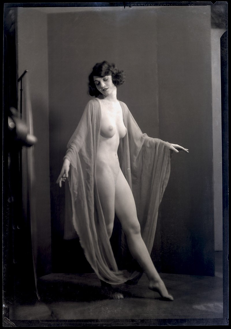 A nude denishawn dancer photographed by arnold genthe in ...