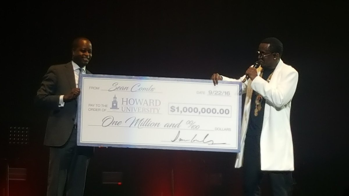 @iamdiddy gifts @HUPrez17 with $1M check in order to start a @HowardU scholarship. #150YearsatHU