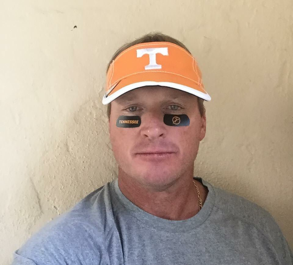 Jon Gruden has his game face on!  #VolsGameFace #DISHCares https://t.co/OtGzJLJhEI