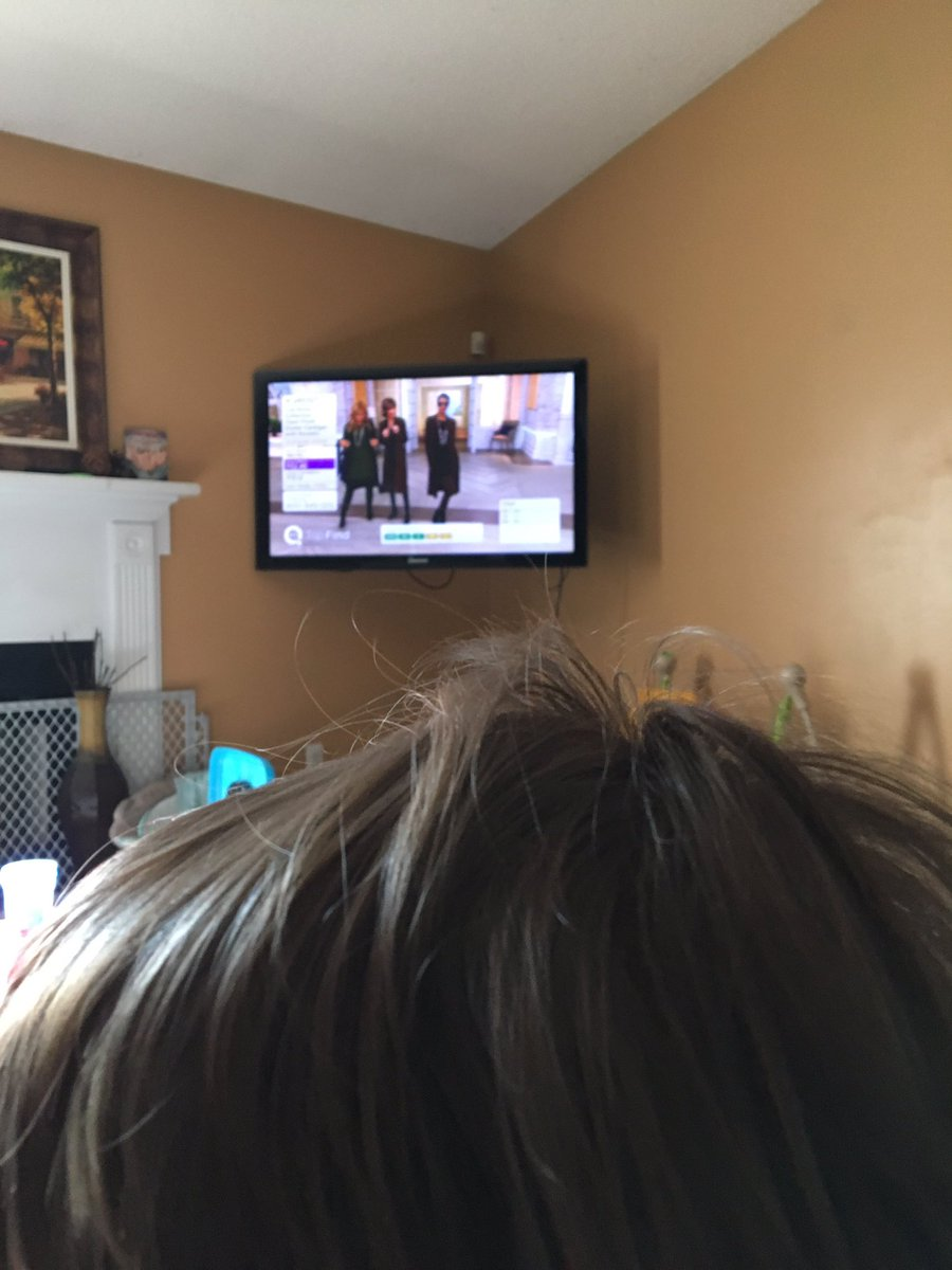 RT @AudraMcElyea: Me and the 2.5yr old watching @lisarinna sell some cute sweaters- how cute is she tho? https://t.co/WHdbKB8zCf