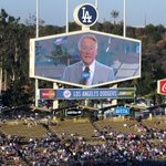 Vin Scully calls last Dodgers home game Sunday https://t.co/yJNBV7uLIW Lets talk about how ⚾️ will never be the same https://t.co/UZaBjkuwvk