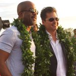 .@dariusrucker and #H50 executive producer @PLenkov share a moment on the red carpet in Waikiki. #sotb https://t.co/CL2urlo0eH