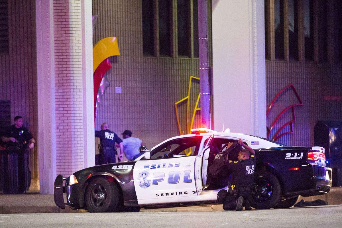 États-Unis : quatre personnes tuées dans une fusillade dans un centre-commercial > https://t.co/5cXj8vfP9m