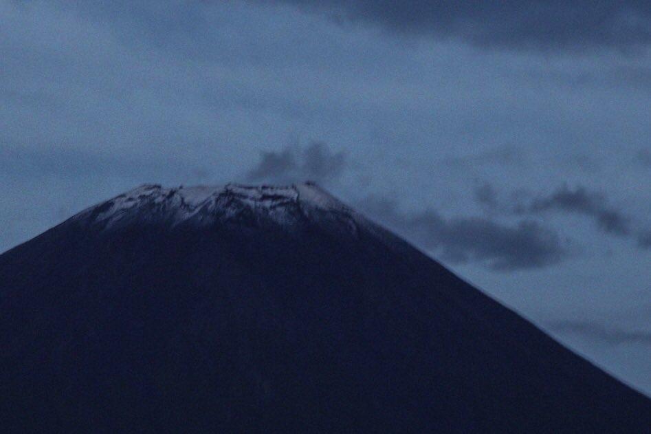 富士山初冠雪!?!?! https://t.co/ffsBibE8rn