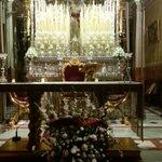 Ofrenda floral del #SevillaFC a la Virgen de la Paz por su próxima coronación, el 1 de octubre 💐 https://t.co/zmaqWIrh2n